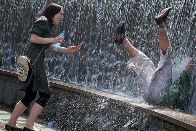 header bidding vs waterfall